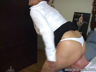 Mistress demands man to get her ass cleaned before her date