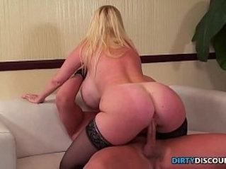 Busty pornstar pussyfucked in stockings