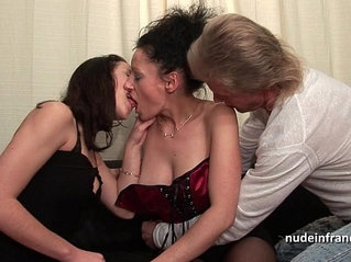 Ffm amateur couple teaching a young brunette babe in hard fist didlo fuck