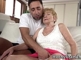 Old woman gets her pussy fingered before riding
