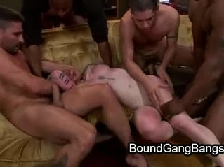 Tattooed babe gets double vaginal penetration