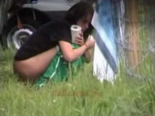 Outdoor peeing babes